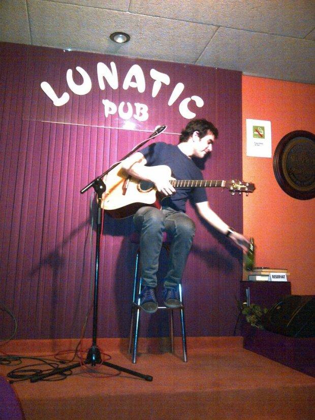 Coctelería pub Lunatic en Barcelona. Monólogos y música en directo